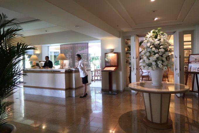 那覇・おもろまちのザ・ナハテラス2Fにあるレストラン「ファヌアン」のエントランス