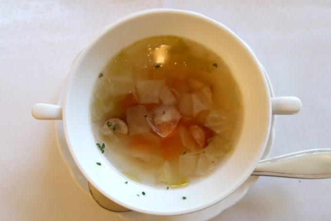 ザ・ナハテラスのレストラン「ファヌアン」ランチの特製スープ