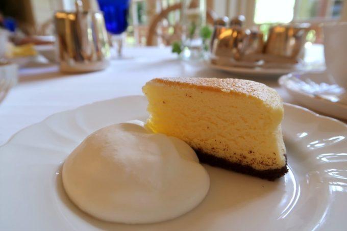 ザ・ナハテラスのレストラン「ファヌアン」ランチのデザートのチーズケーキ