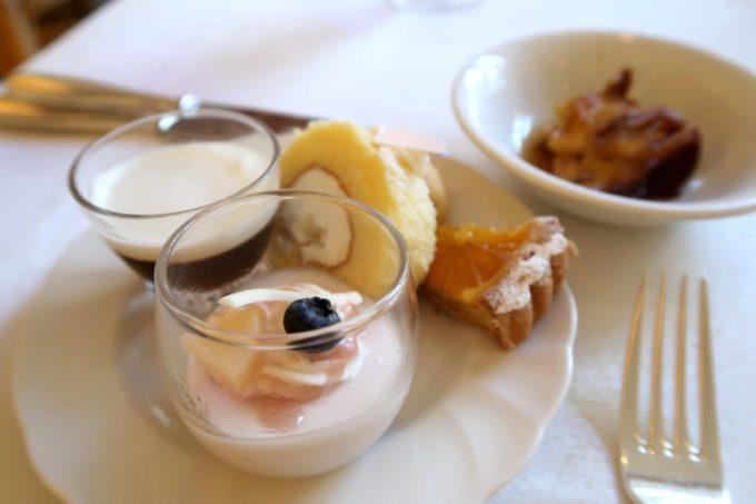 ザ・ナハテラスのレストラン「ファヌアン」ランチのデザートをアラカルトで。