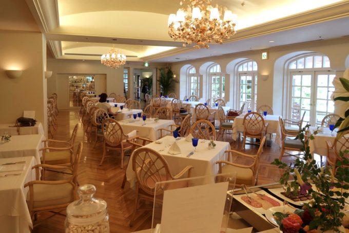 那覇・おもろまちのザ・ナハテラス2Fにあるレストラン「ファヌアン」の店内