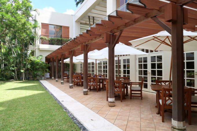 那覇・おもろまちのザ・ナハテラス2Fにあるレストラン「ファヌアン」のテラス席