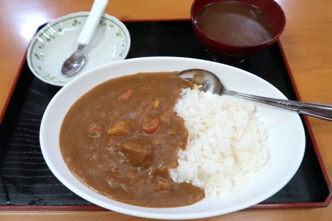名護「ひがし食堂」カレーライス(550円)