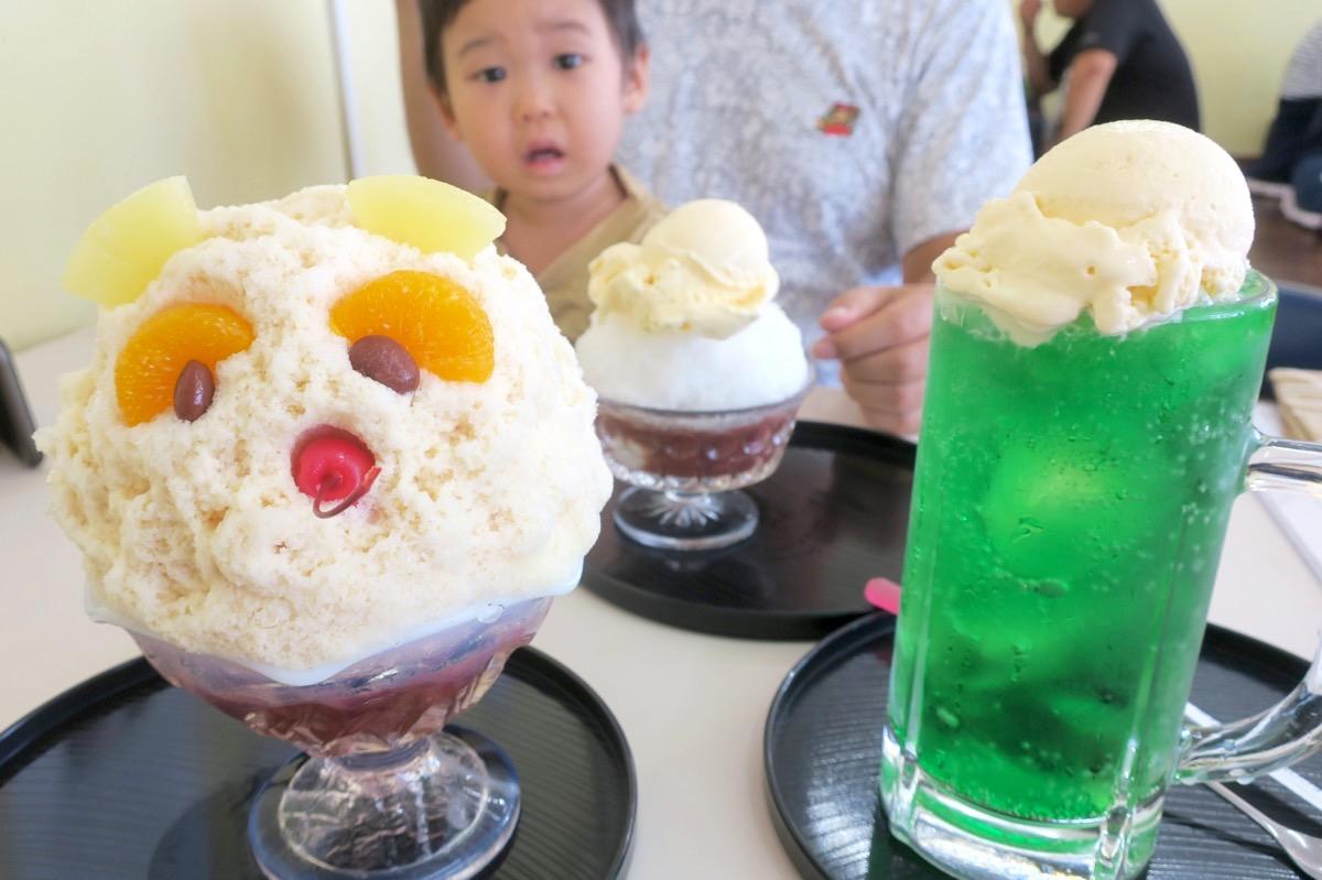 糸満「いなみね冷やしもの店」左から白熊(626円)、クリームぜんざい(486円)、クリームメロン(432円)