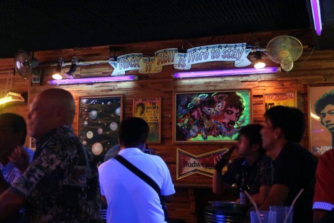 沖縄市「Live Music Bar JET」の店内