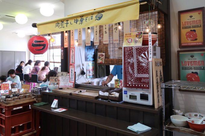 「ラブメン 読谷ゆんた市場店」は読谷地域振興センター1階にある