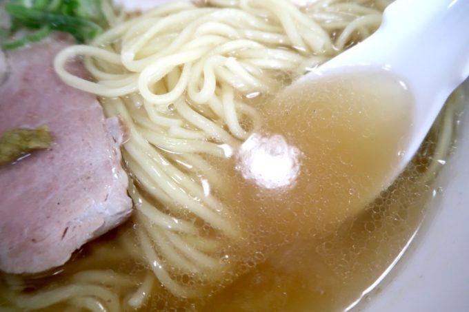 「ラブメン 読谷ゆんた市場店」塩煮干しソバ(700円くらい)の優しくまろやかなスープがうまい