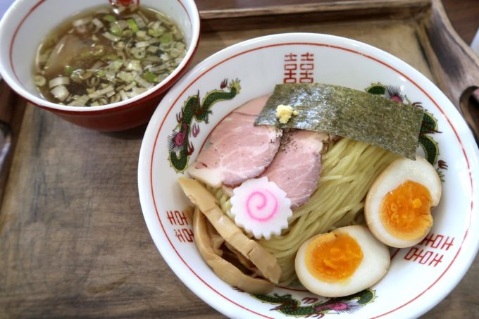 「ラブメン 読谷ゆんた市場店」にぼしつけめん(800円)