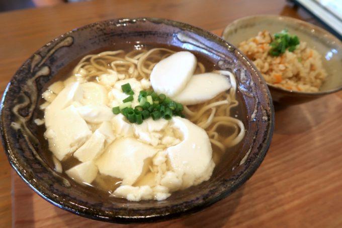 読谷「まいにち食堂」ゆし豆腐そばセット(850円)