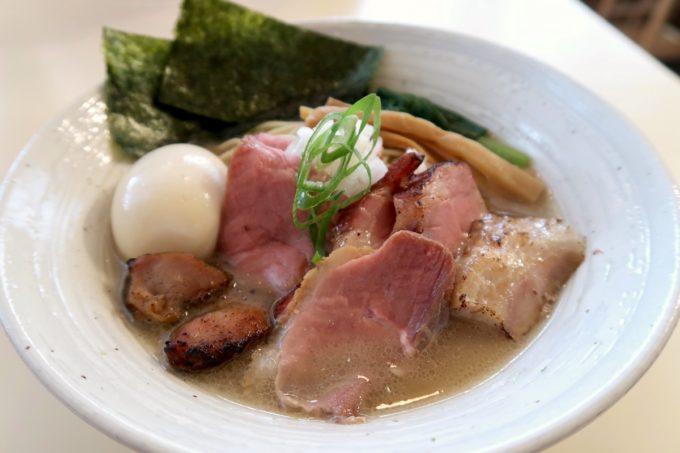 与那原「NAGISA okinawan ramen.(なぎさ おきなわ らーめん)」特製煮干しらーめん(1000円)