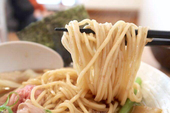 与那原「NAGISA okinawan ramen.(なぎさ おきなわ らーめん)」上特製醤油らーめんの全粒粉ストレート麺