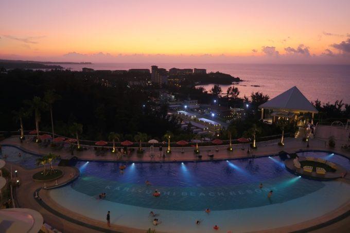 沖縄かりゆしビーチリゾート・オーシャンスパ ウィングタワーからのサンセットの眺め。