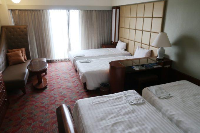 沖縄かりゆしビーチリゾート・オーシャンスパのウィングタワーにあるフォースルーム(オーシャンビュー)を利用した。