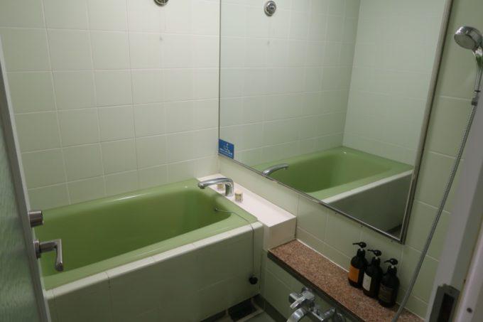 沖縄かりゆしビーチリゾート・オーシャンスパのウィングタワーにあるフォースルーム(オーシャンビュー)のバスルーム