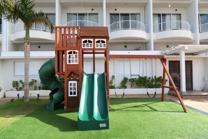 沖縄かりゆしビーチリゾート・オーシャンスパの屋外にあるキッズジム