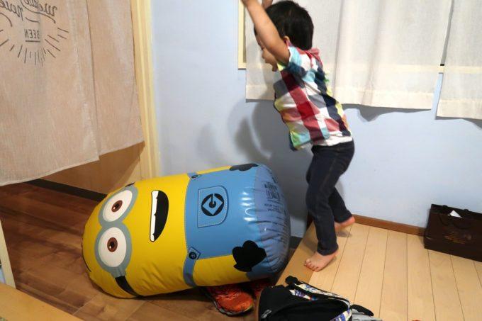 宜野湾「PePePe(ペペペ)」でミニヨンにダイブをする直前のお子サマー