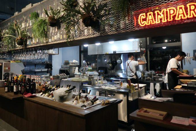 宜野湾「PePePe(ペペペ)」調理場が見えるオープンキッチン