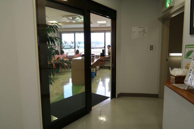 南風原町にある沖縄県健康づくり財団の食堂