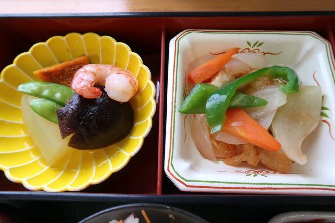 南風原町の沖縄県健康づくり財団で食べた野菜の炊き合わせ・鶏の甘酢あん