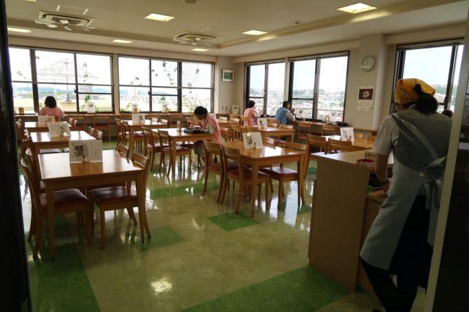 南風原町にある沖縄県健康づくり財団の食堂の様子