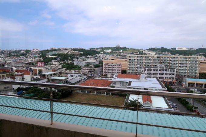 南風原町にある沖縄県健康づくり財団の食堂からの眺め
