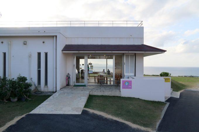 石垣島「ミルミル本舗 本店」ジェラート販売をしている建物の外観