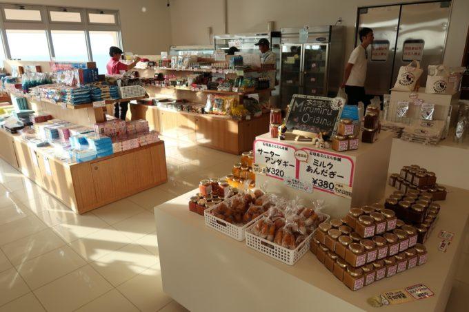 石垣島「ミルミル本舗」お土産コーナーの様子