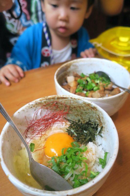 読谷村長浜「麺屋 シロサキ」ピリ辛卵かけご飯(200円)