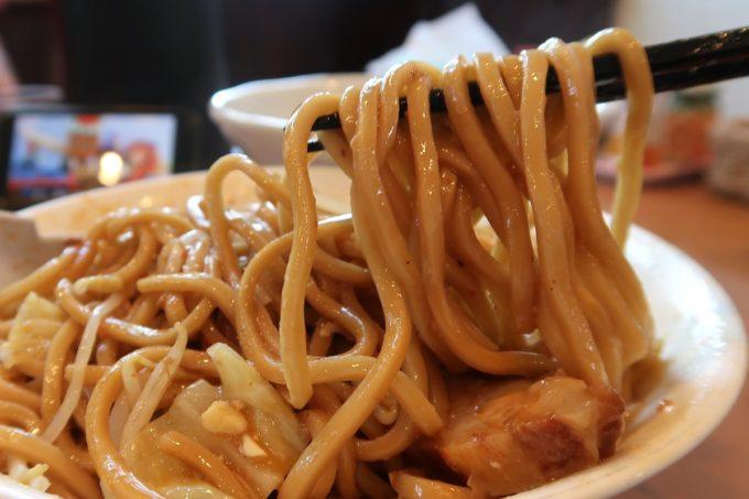 読谷村長浜「麺屋 シロサキ」麻婆麺 Version二郎(950円)のために作った特注麺