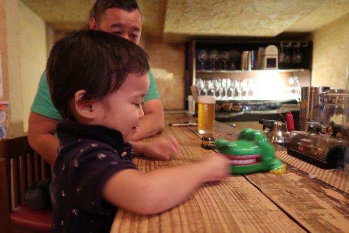 石垣島「カッシーズバー ゆくい」早い時間だったので子連れでお邪魔させてもらった