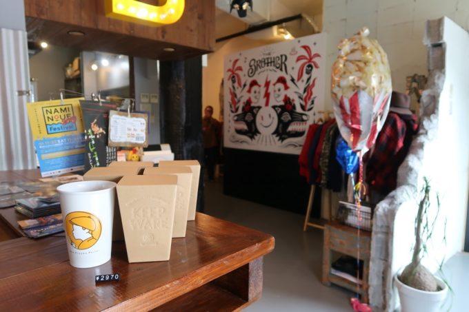 那覇・浮島通り「ニューシネマパーラー」はカフェとアパレルが合体したお店