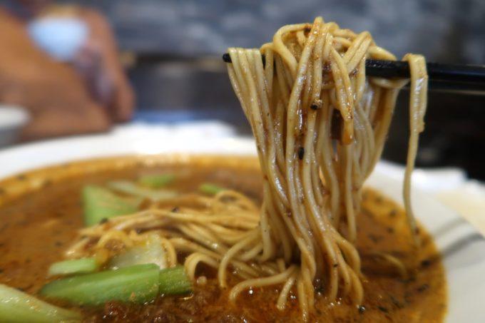那覇・首里「中華厨房 齊華房」四川坦々麺はストレート細麺