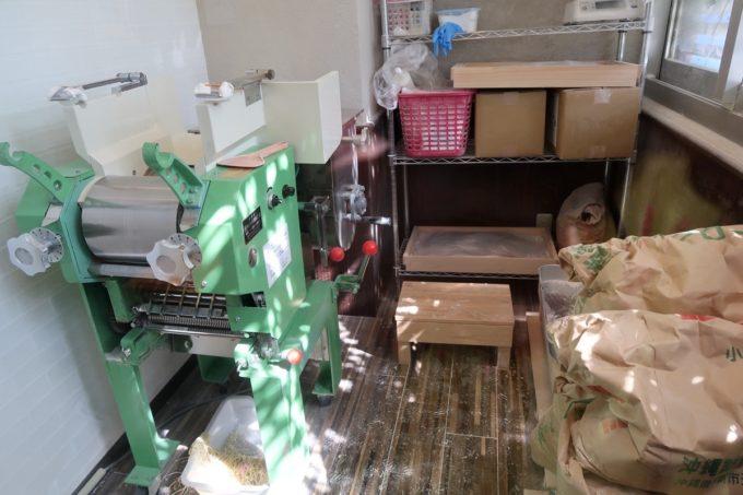 読谷村長浜「麺屋 シロサキ」の製麺室