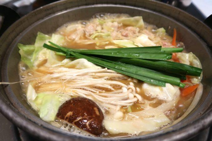 両国「相撲茶屋 寺尾」ぐつぐつ煮えたカレー味のサービスちゃんこ鍋