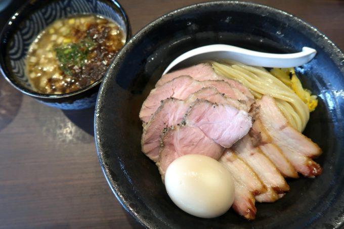 宜野湾「麺処 わた琉」チャーシューつけ麺(1100円)に味玉トッピング(+100円)