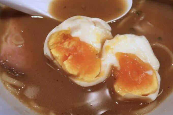宜野湾「麺処 わた琉」特製豚骨魚介ラーメンの味玉