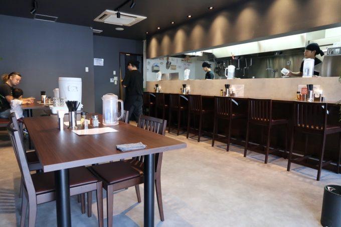 宜野湾「麺処 わた琉」の店内