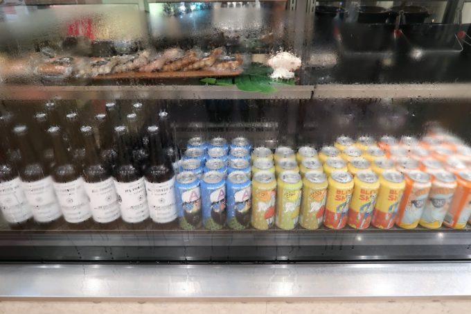 石垣島「Against the Grain(アゲインスト ザ グレイン)」で販売されているオリジナルの缶ビールを飲んでみることに。