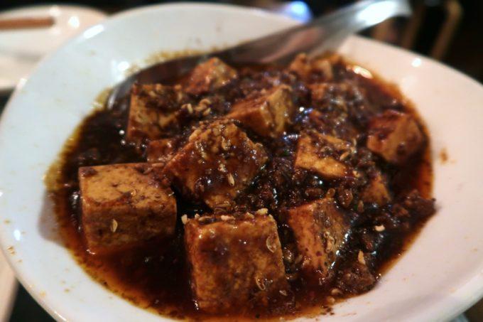 那覇・久茂地「餃子酒場 金五郎」仔羊麻婆豆腐のパクチーを外した絵