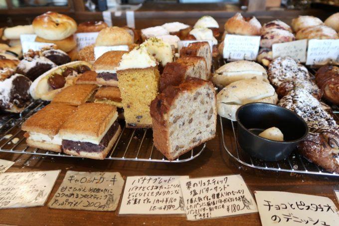 宜野湾市伊佐「hoppepan(ほっぺパン)」に並ぶ甘い系のパン