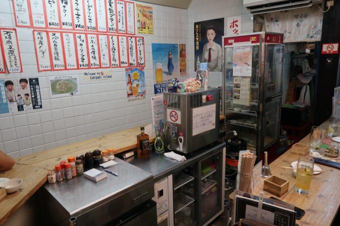 石垣島「琉球立飲酒場」の店内