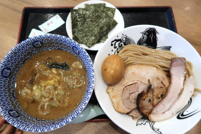 成田空港第1ターミナル「日本の中華そば富田」特製濃厚つけ麺(1200円)と海苔増し(100円)