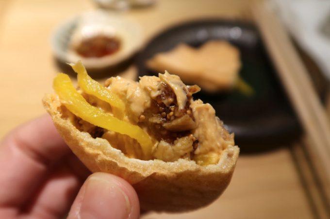 那覇・久茂地「焼乃魚島」鯛モナカの中にあんこうレバーパテとたくあんが入っている