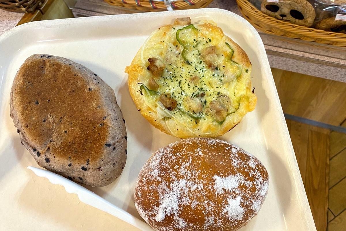 那覇・久茂地「ベーカリー ファリーヌ」で購入したパン類
