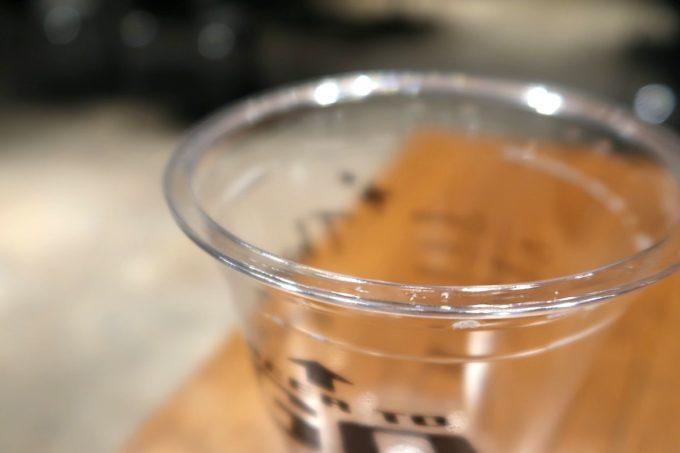 銀座「BEER TO GO by SPRING VALLEY BREWERY」プラカップのフチがパインとグラス並に分厚く、違和感がない