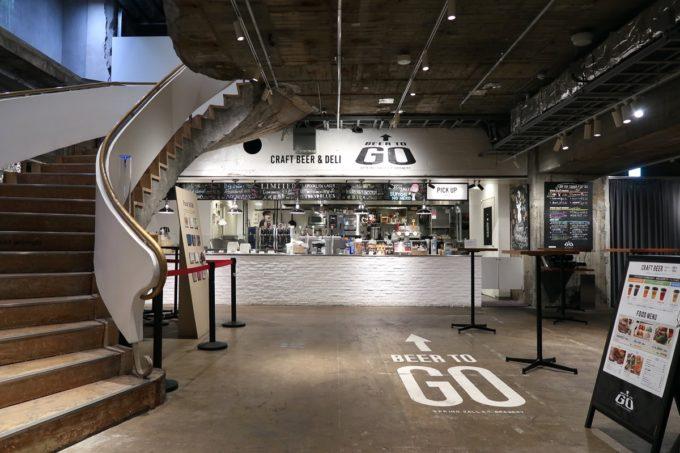 銀座「BEER TO GO by SPRING VALLEY BREWERY」のカウンターレジと階段