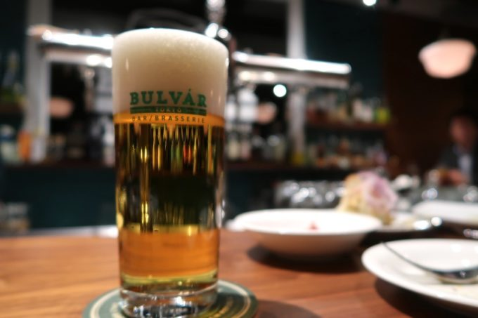 日本橋「ブルヴァール・トーキョー(BULVÁR TOKYO)」スーパードライのシャープ注ぎ(650円)