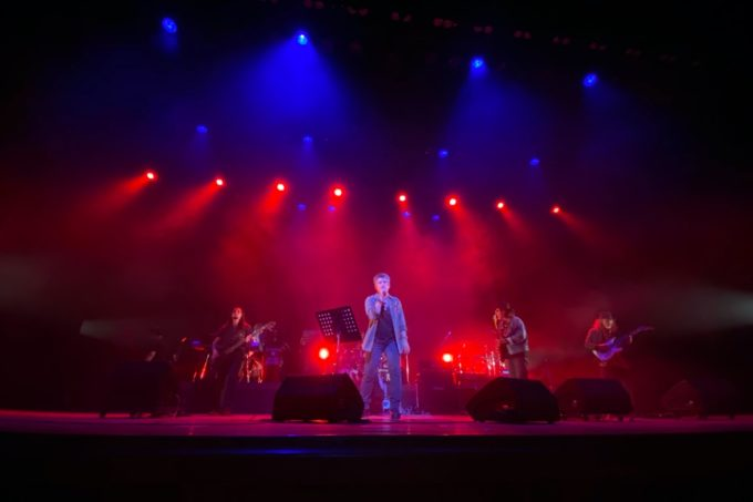 2020年2月16日「紫 結成50周年スペシャル MURASAKI LIVE IN KADENA」でハードロックナンバーを奏でる紫のメンバー