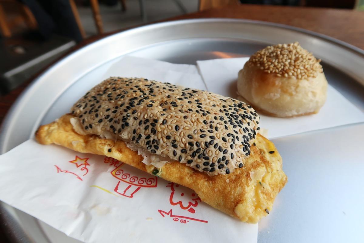 五反田「東京豆漿生活」焼餅(シャオビン)と酥餅(スーピン)