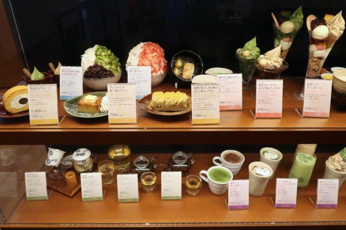 築地本願寺のカフェ「sumugi(ツムギ)」ショーケースに並ぶスイーツ類